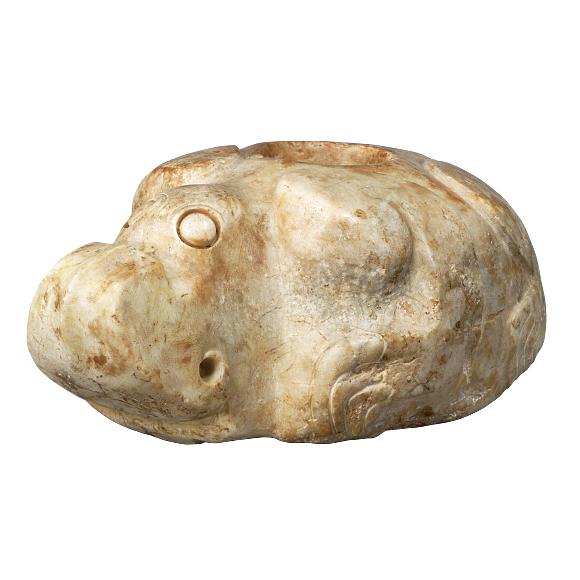 石彫怪獣せきちょうかいじゅう 伝中国河南省安陽市殷墟出土 殷時代・前13~前11世紀 謎の生物。殷(いん)という古代王朝の宮殿で用いられていた可能性があります。