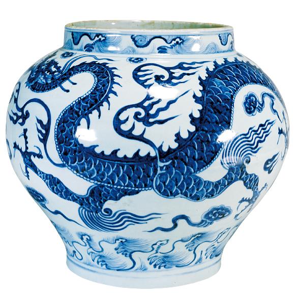 青花龍濤文壺せいかりゅうとうもんつぼ 中国・景徳鎮窯 元時代・14世紀 いまにも飛び出してきそうな四爪の龍。精確な表現も必見です。