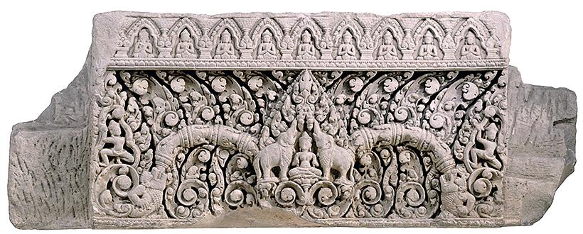 まぐさ カンボジア、タ・セル アンコール時代・ 11世紀 フランス極東学院交換品 楣は建物の入口上部を飾るもので、左下、右下に怪魚マカラが表されています。